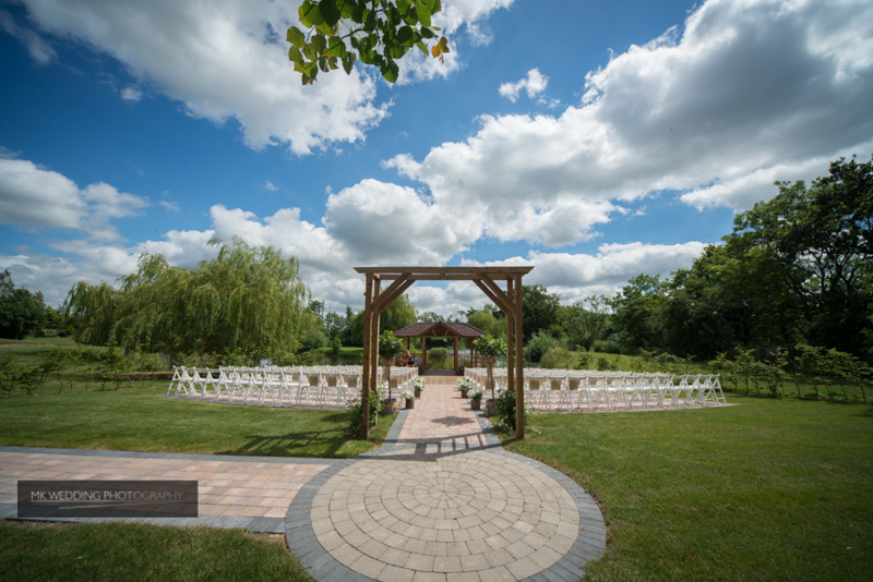 outdoor wedding ceremony at Wootton Park by MK Wedding Photography