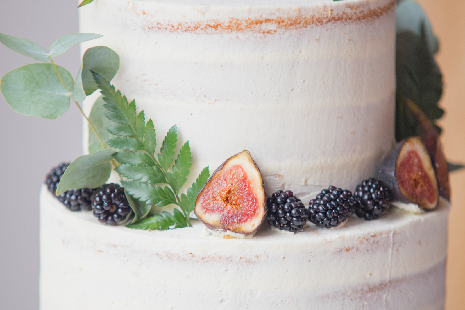 wedding cake by mk wedding photography