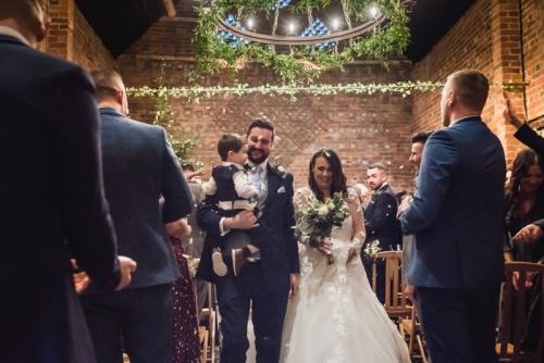 confetti photos at a barn by mk wedding photography